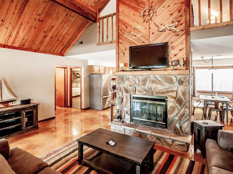 RELAXING LAKEFRONT HOME IN GREAT COVE, vacation rental in Gravois Mills