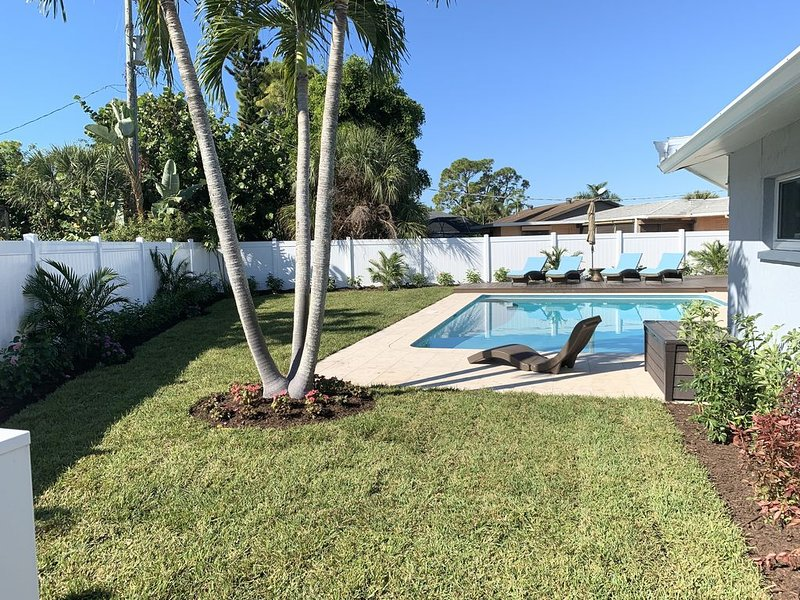 4 Bedroom Oasis Next To Beach, Pool, Hot Tub, Fire Pit, Immaculate., casa vacanza a Bonita Springs