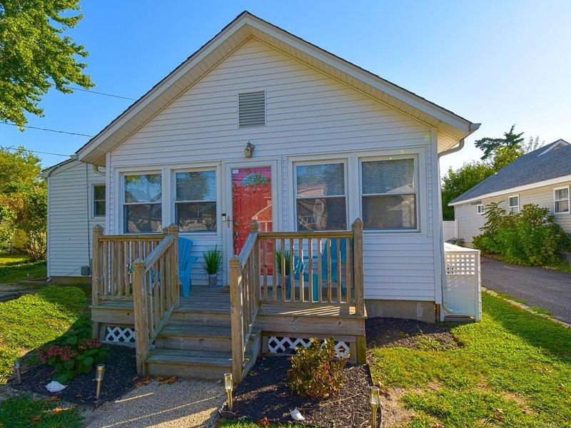 BayDreamer ~ Pool ~ Pet-Friendly ~ 1.5 Blks from Bay, holiday rental in Lower Township