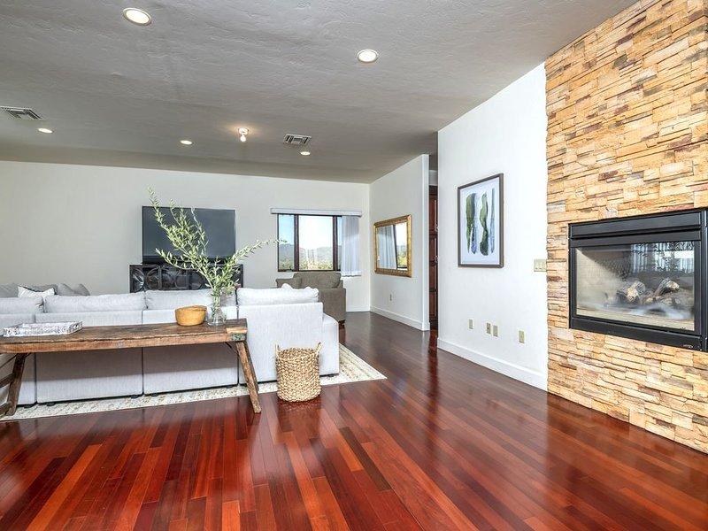 Custom 3 bedroom 3.5 bathroom house, large kitchen, alquiler de vacaciones en Casas Adobes