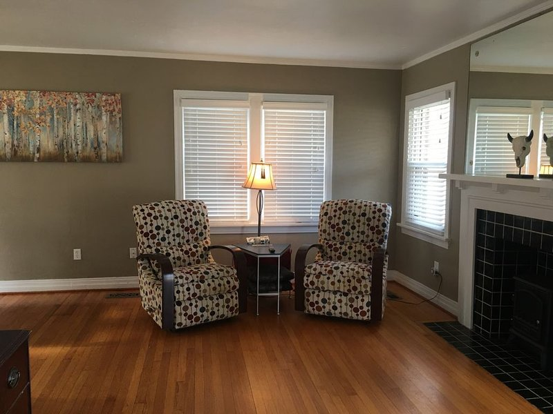 Historic house walking distance to various Restaurants, nightlife, & parks!, holiday rental in Oklahoma City