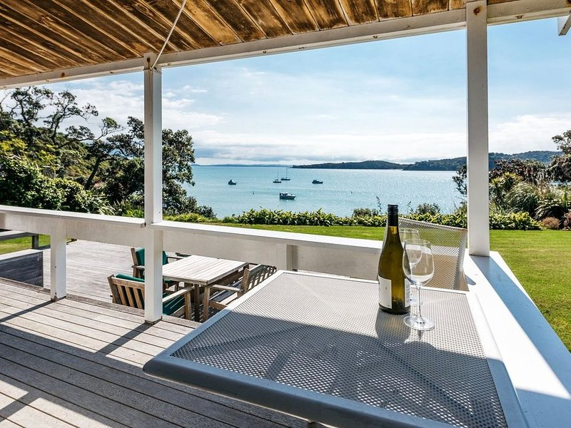 Peaceful Picnic Bay - Surfdale Holiday Home, casa vacanza a Clevedon
