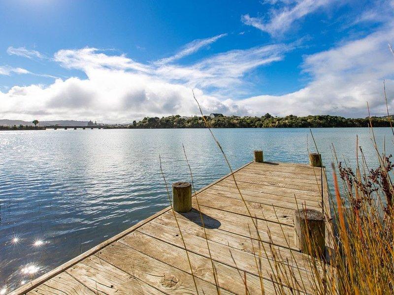 Waterfront Bach - Raglan Bach, casa vacanza a Raglan