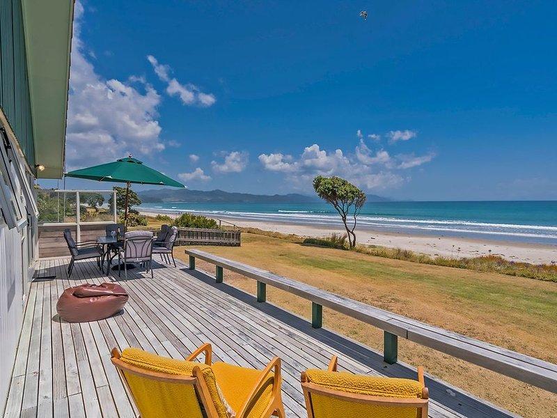Beachfront Hideaway - Matarangi Holiday Home, holiday rental in Port Charles