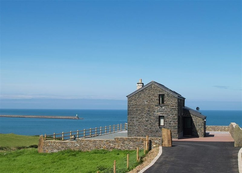 Cable Cottage, FISHGUARD, vacation rental in Fishguard