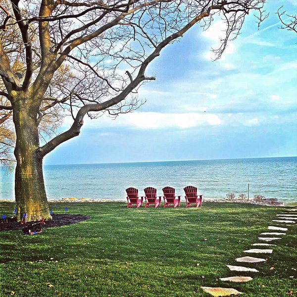 PREMIUM COACH HOUSE... on the shores of Lake Erie – semesterbostad i Amherstburg