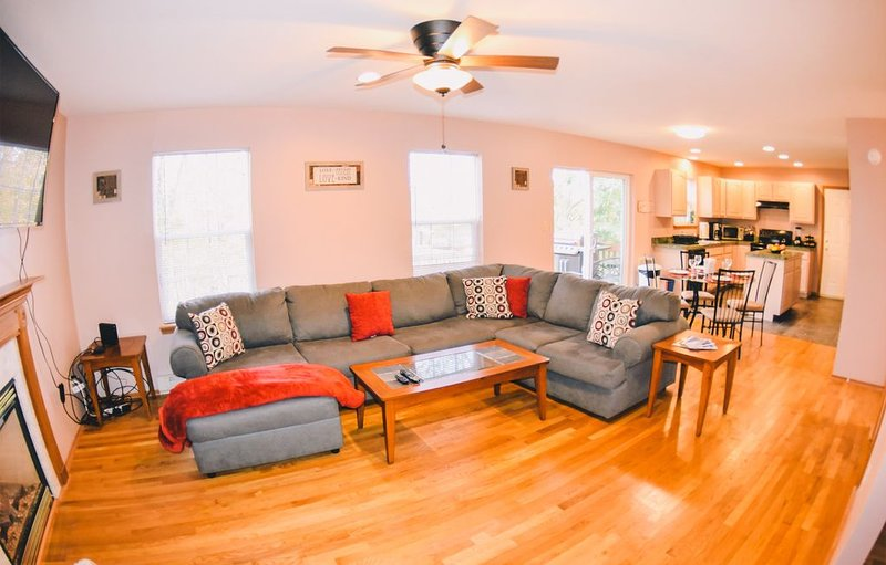LD - Lake-view / Game room/ Community Pool and Beach, vacation rental in East Stroudsburg