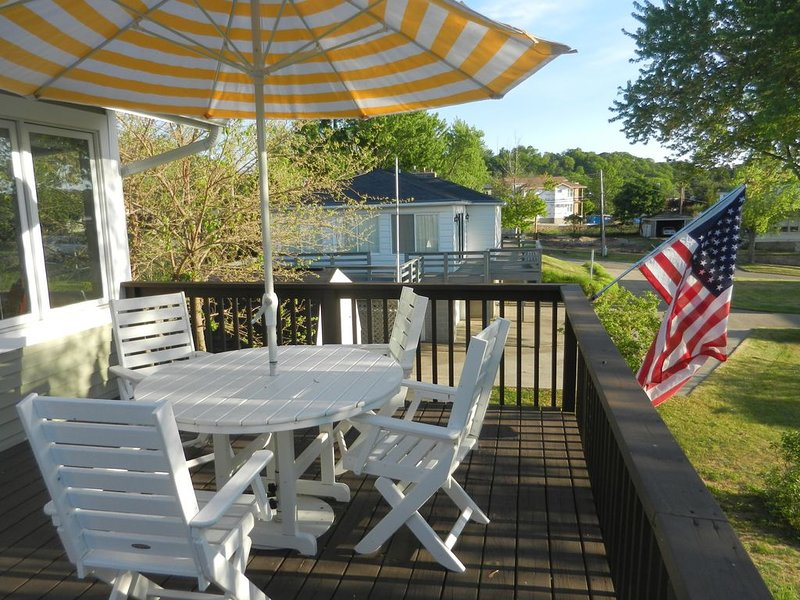 Best Cottage Close to Harbor, Lake, Downtown Shops!  Right Where You Want to Be!, holiday rental in Grand Haven