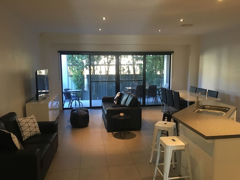 Relax At Paradise Point, holiday rental in Biggera Waters