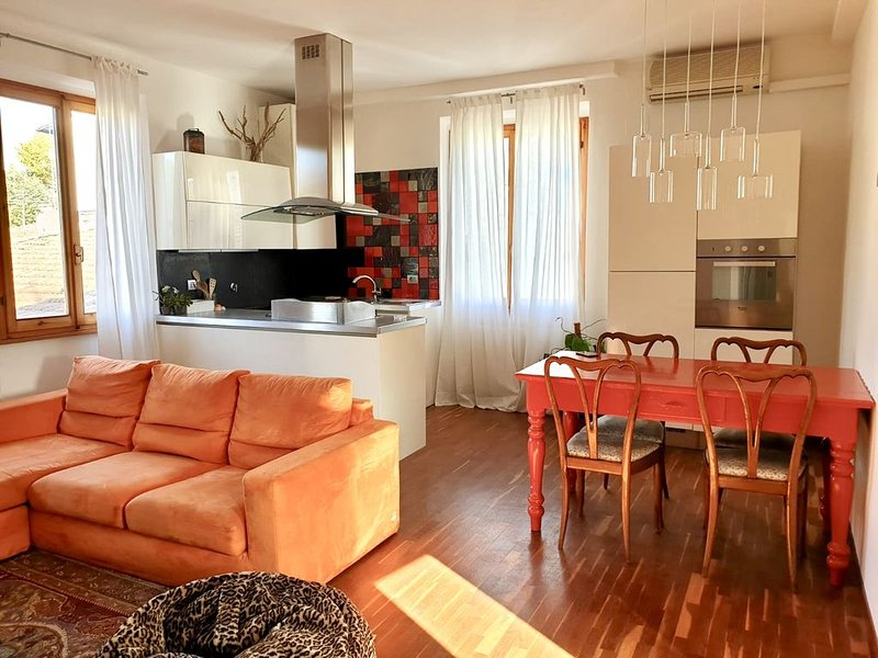 NEW!! A bright and quiet apartment, vacation rental in Molezzano