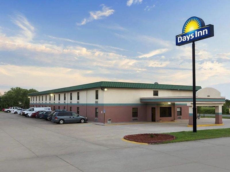 Days Inn by Wyndham / 2 Queen Beds, Non Smoking, holiday rental in Sedgwick