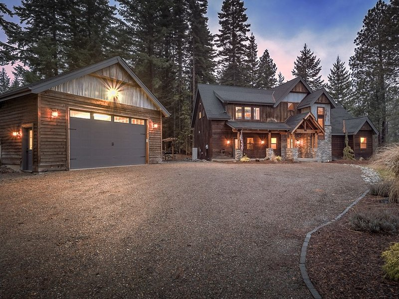 Luxury Cabin in ORV Paradise Close to Suncadia, Roslyn Ridge, and Lake Cle Elum, vacation rental in Ronald