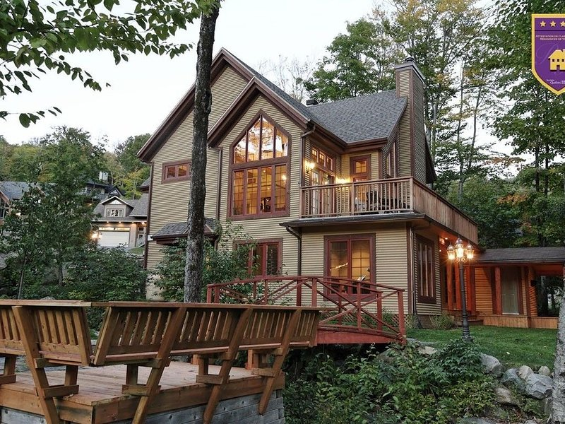 Rare CITQ 4 Star Mountain Chalet in Stoneham Quebec, holiday rental in Lac-Beauport