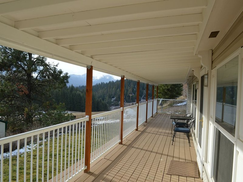 Beautiful views close to town, holiday rental in Post Falls