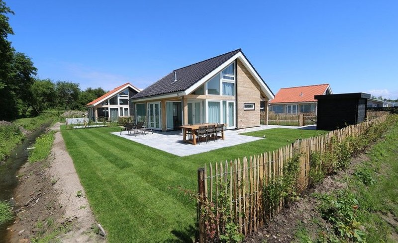 Ferienhaus Zonnedorp 17, 'Zeewinde', vacation rental in Renesse