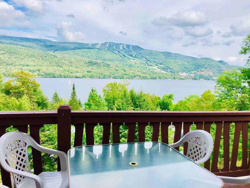 RENOVATED - La Cachette sur le Lac, Ferienwohnung in Labelle