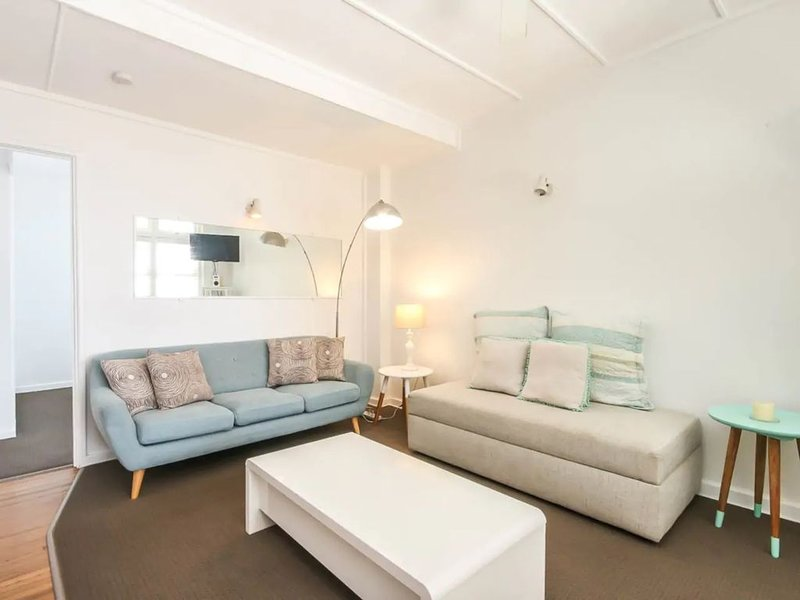 Funky 1 Bedroom Beach Pad by the Beach, location de vacances à Varsity Lakes