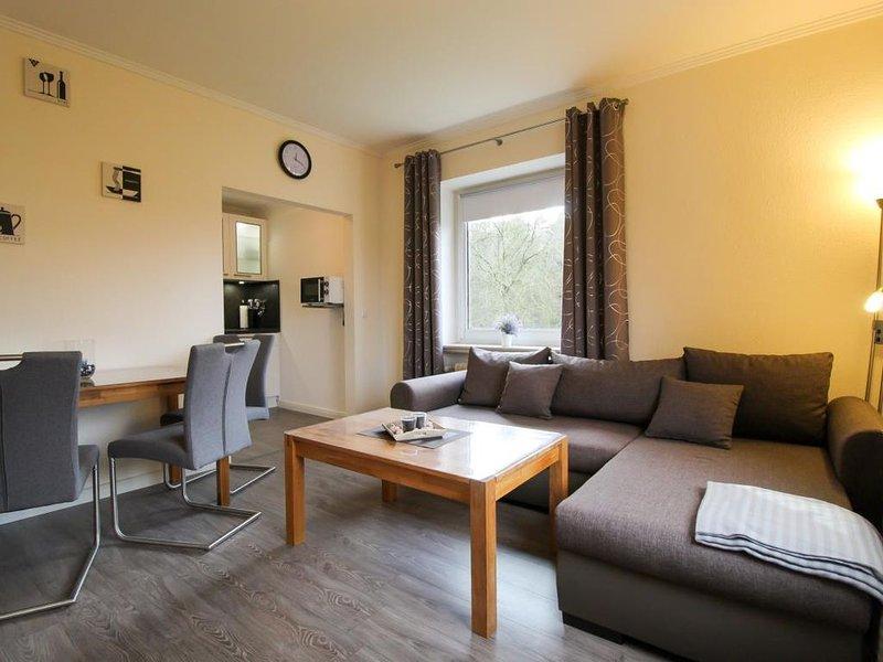 Moderne Wohnung für bis zu 3 Personen und Hund direkt am Wernerwald, holiday rental in Nordholz
