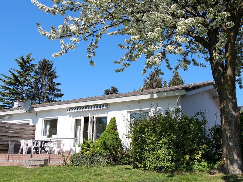 bungalow 2-6 personen, holiday rental in Klimmen