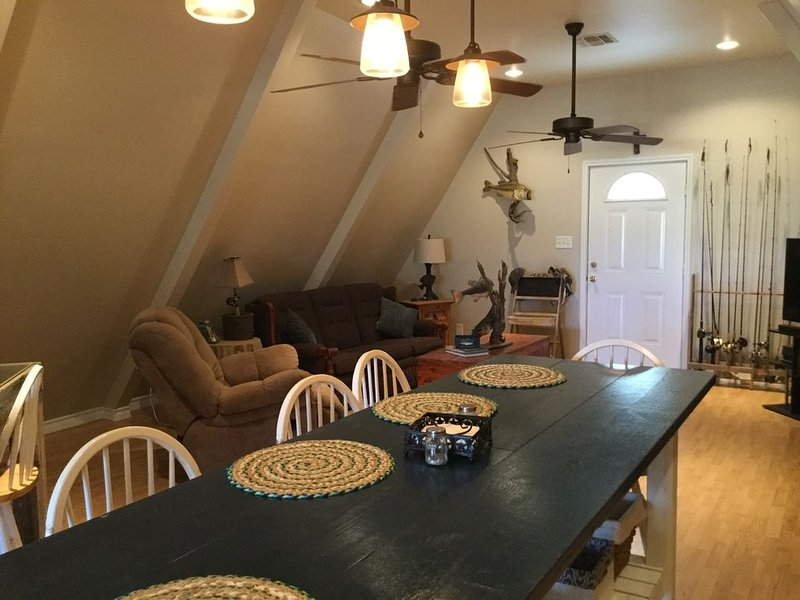 Falcon Lakefront Cabin, holiday rental in Zapata