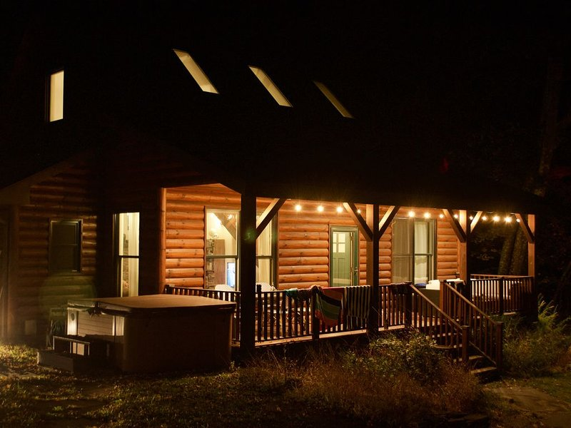 Luxe Bohemian Cabin, Secluded, 6 min to Woodstock, vacation rental in Hurley