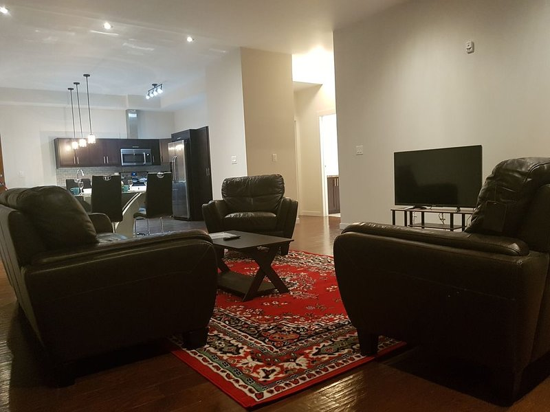Sleep 4. Great Ultraclean Penthouse. Central. Best Location ., vacation rental in Manitoba