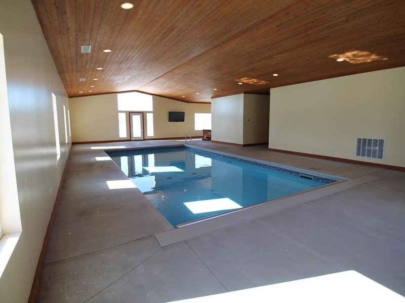 Private Lake and Indoor Pool, holiday rental in Nebraska