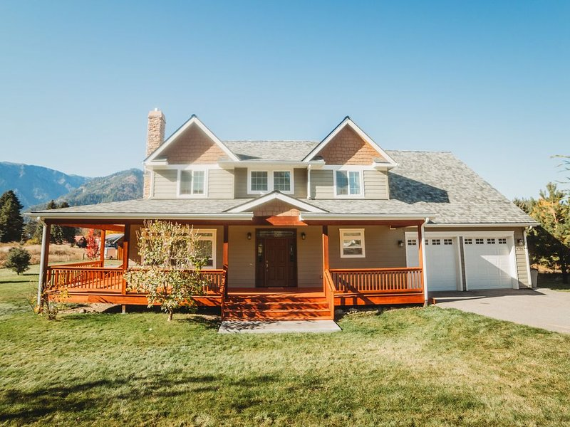 Beautiful Two Story House with Mountain Views, vacation rental in Dryden