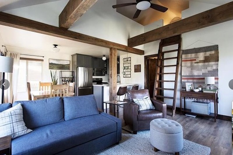 CANYONS VILLAGE 1BR+LOFT, WALK TO GONDOLAS, vacation rental in Park City