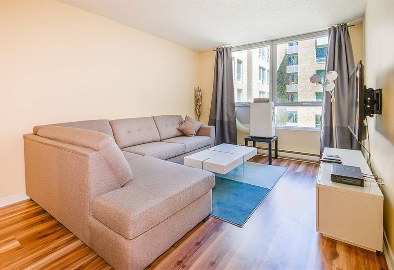 M156*Explore downtown, old MTL, Chinatown, Berri, vacation rental in Montreal