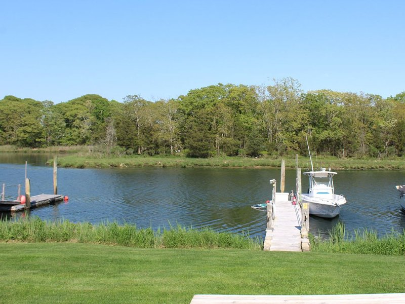 Premier Waterfront Cottage 2, holiday rental in Riverhead