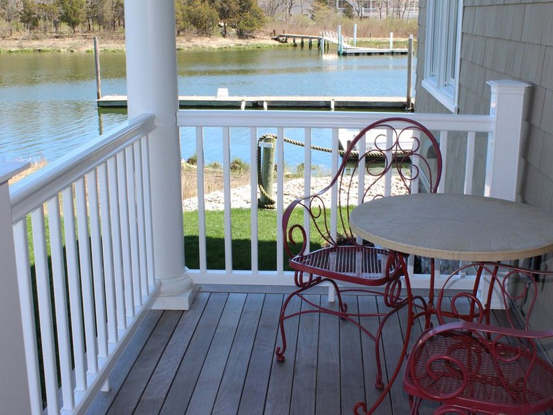 Waterfront Shared Guest House Suite 2, holiday rental in Laurel