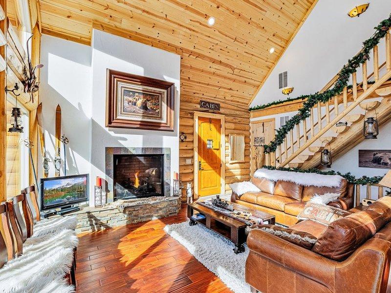 Colorado Log Home on shoreline of Silver Lake, location de vacances à Downieville