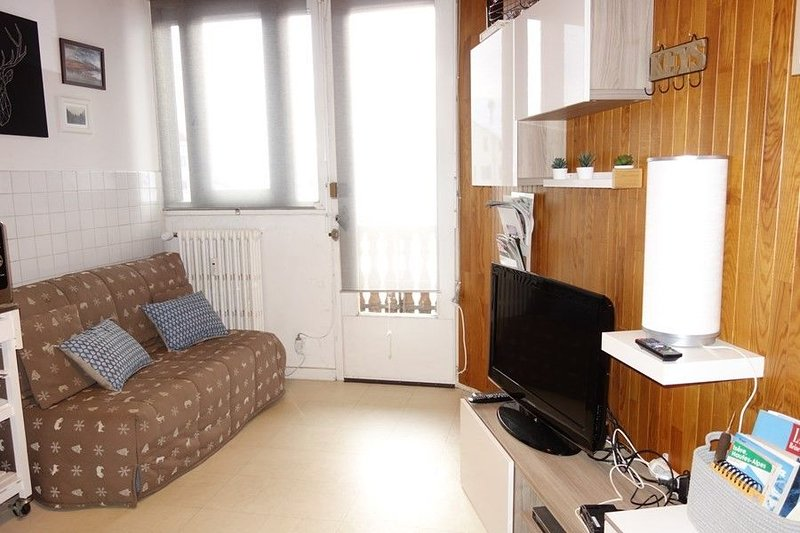 ALPE D'HUEZ APARTMENT NEAR CENTER STATION, vacation rental in La Garde