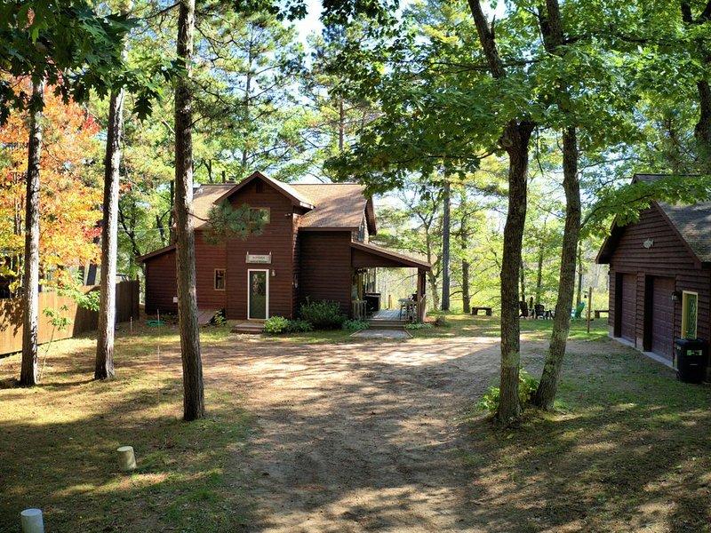 Superior River Cabin - 1 mile south of Trail 418, alquiler de vacaciones en Au Train
