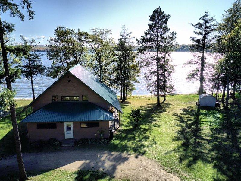 Au Train Lake Retreat House, alquiler de vacaciones en Au Train