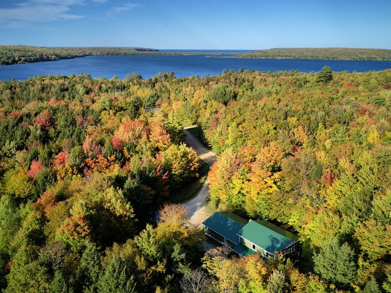 Bunk House close to town, trails and walking distance to Lake Superior Grand Isl, vacation rental in Shingleton