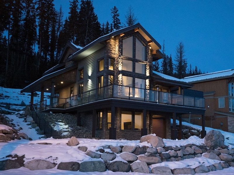 Rambler Ridge Luxury Retreat (Ski In/Ski Out) – semesterbostad i Sun Peaks