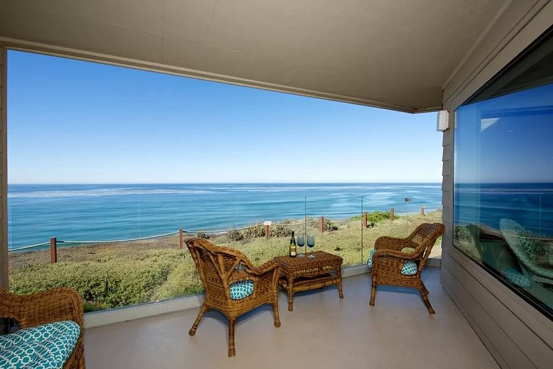 Spectacular Oceanfront Surfsong Condo 2 BR 2 Bath, vacation rental in Solana Beach