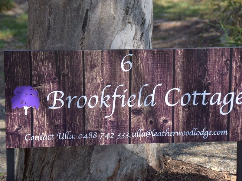 Brookfield Cottage in beautiful jacaranda gardens with solar and air con., holiday rental in Ipswich