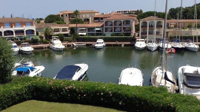 Bel appartement vue mer Port Cogolin ( St Tropez), holiday rental in Cogolin