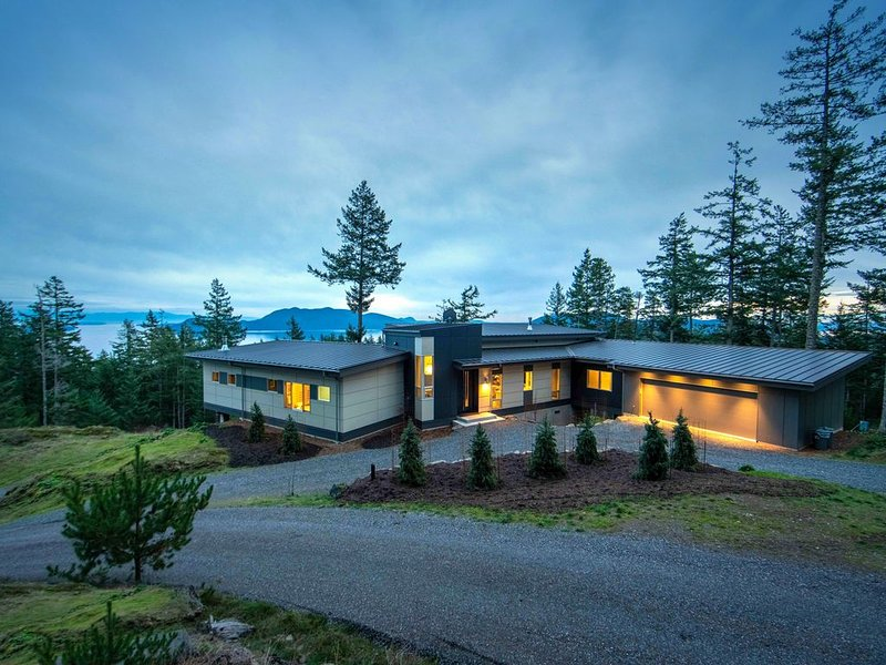 Private, modern home, with unbelievable views, vacation rental in Orcas Island