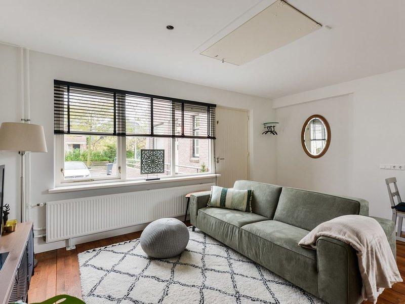 Luxury Garden View Apartment - GRATIS PARKEREN, holiday rental in Bloemendaal