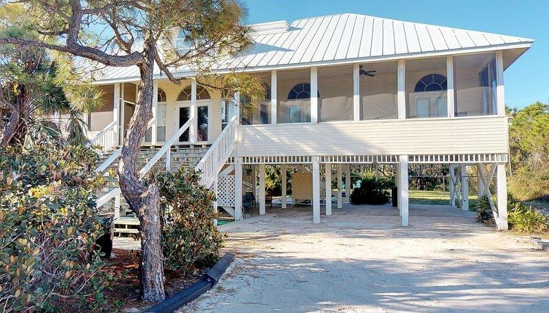 FREE BEACH GEAR! Plantation, Pool, Beach View, Screened Porch, 5BR/4BA 'Sooner T, vacation rental in Apalachicola