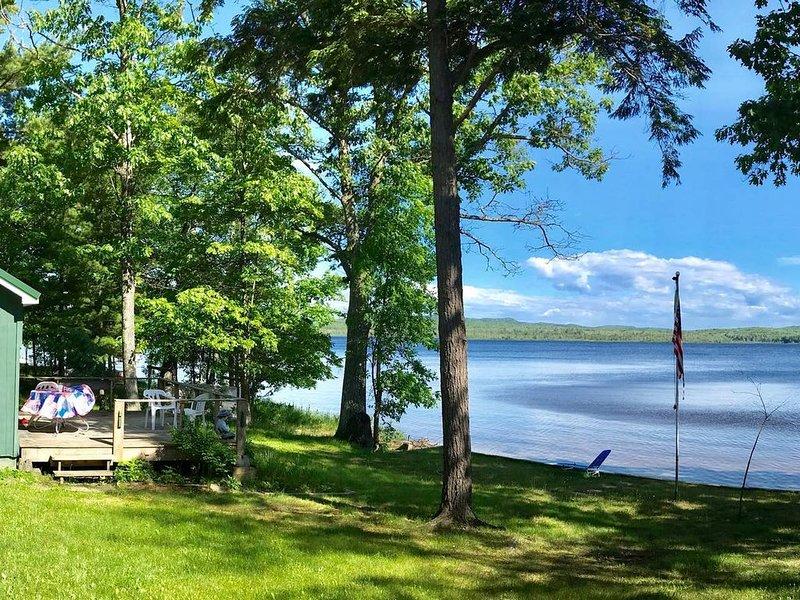 Au Train Lake Retreat Cottage, alquiler de vacaciones en Deerton