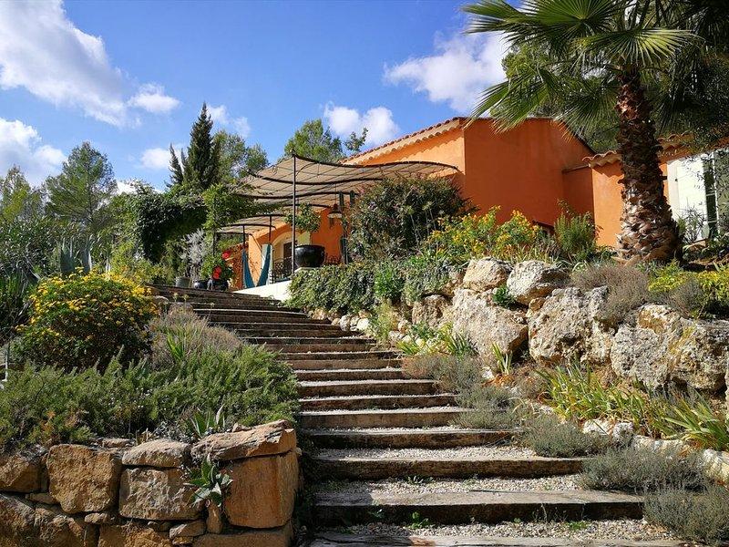 Villa avec piscine entre la mer et les Gorges du Verdon, holiday rental in Callas