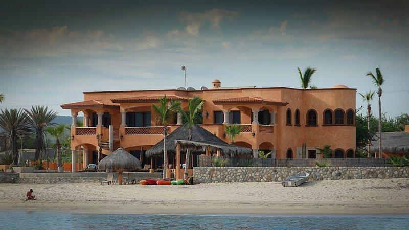 Casa Rodriguez Luxury Ocean Villa on Soft Sand Beach   Concierge & Staff, holiday rental in El Cardonal