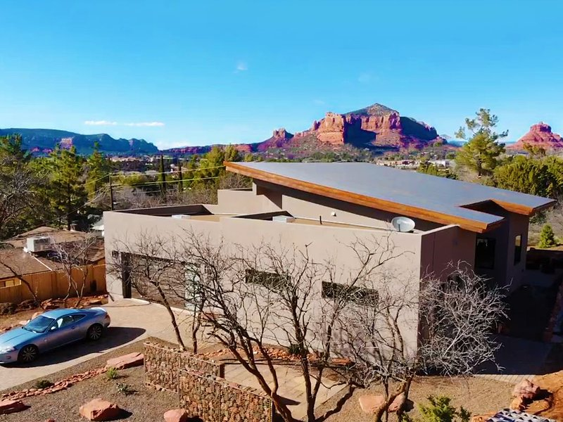 Stunning 3 bed, 2 bath home w/Bell Rock and Castle Rock views, holiday rental in Rimrock