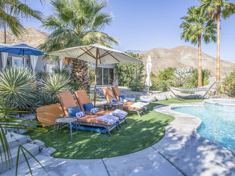 Art-filled, private retreat with stunning views., holiday rental in Cathedral City