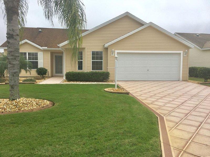 Newly Renovated 5★ Home w/Very Short Walk to Pool & Lake Sumter Square, aluguéis de temporada em Fruitland Park